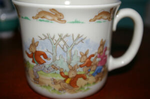 ROYAL DOULTON BUNNYKINS COLORFUL CHILDS CUP FAMILY SKATING FUN - NEW UNUSED