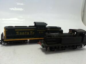 Mehano HO Gauge 231 Santa Fe Locomotive 2870 & Hornby Dublo Collectible #113