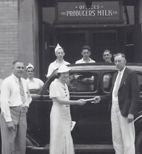 1930s PHOTO CLEVELAND OH PRODUCERS MILK CO EMPLOYEE APPRECIATION? PRIZE AWARDED?