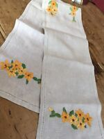 VINTAGE SKILFULLY HAND EMBROIDERED YELLOW FLOWER ON LINEN TRAY CLOTH / RUNNER