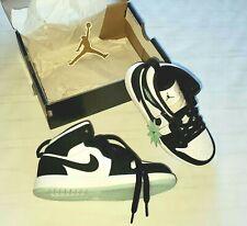 New Boys Nike Air Jordan 1 Mid SE (PS) BQ6932-103 Shoes Size 12 C White Black