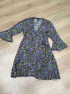 WOMENS BLACK MULTI FLORAL BELL SLEEVE TEA DRESS BY NEW LOOK PETITE SIZE 8 EX CON