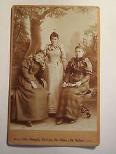 St. Fiden - St. Gallen - 3 Frauen im Kleid - Portrait / KAB
