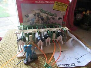 BRITAINS MILKING PARLOUR MODEL 4710