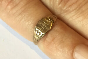 9ct Childs Gold Ring c1919