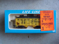 Vintage HO Scale Life Like Union Pacific Coal Car with Load in Box