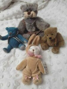 VINTAGE AND OLDER COTTAGE COLLECTIBLES ARTIST BEAR LOT SMALL CAT BEARS