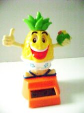 Solar Powered Dancing PineApple Willy Flip Flap with One Hand Thumps Up