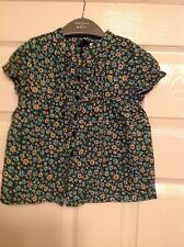 GAP navy blue with floral pattern short sleeved blouse size, 3 Years. ***NEW***