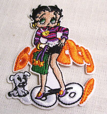 ÉCUSSON PATCH BRODÉ thermocoll​ant - FILLE PIN-UP BETTY CHIEN ** 7 X 9 cm **