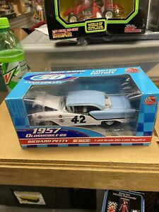 #42 PETTY 1957 OLDSMOBILE HARD TOP 1/24 SCALE FOR PETTY 5OTH ANNIVERSARY SET