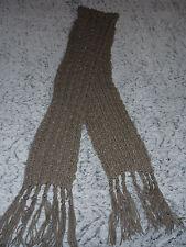 écharpe longue en laine beige avec fils argentés pour l'hiver