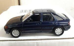 Ford Escort Fließheck Baujahr  1990 - 92 in 1:43  Schabak blau Metallmodell