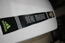 BUFANDA  OFICIAL ADIDAS DEL REAL MADRID CON FONDO NEGRO MUY COTIZADA  SCARF