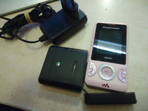 SONY ERICSSON W205 WITH Power Pack Sony Ericsson CPP-100 ALL NETWORKS