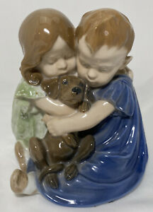 Royal Copenhagen Best Friends 707 Porcelain Figurin Boy Girl w/Dog 1969-1974 Vtg