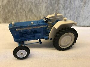 Vintage Britian`s No 42196 Ford 5000 Blue Tractor Die Cast Toy