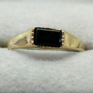 Ladies 9 Carat Gold And Black Onyx Signet Ring Size P