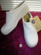 Womens Nurse White Leather Cobbie Cuddlers Size 6 1/2 Wedges Clogs Slip on NEW