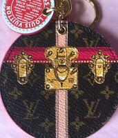 🇫🇷 Limited Edition LOUIS VUITTON Bag Charm, SUMMER TRUNK+ RECEIPT. BRAND NEW!!