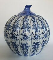 Lg Vtg Chinese Porcelain Chinoiserie Flow Blue & White Pumpkin Shaped Ginger Jar