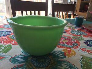 JADEITE GREEN SMALL MIXING BOWL