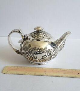GEORGIAN ANTIQUE SOLID SILVER BACHELORS TEA POT.      253 gms.        LON. 1822.