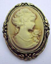 broche bijou style vintage couleur vieil or camée buste femme beige relief 1827