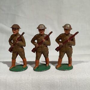 BARCLAY B16 THREE SOLDIER AT ARMS, TIN HELMET, EX+/NM, CIRCA 1935