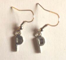 Boucles d'oreilles argentées lettre P 16x6 mm