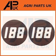 2 X Massey Ferguson 188 Tractor lado Bonnet Insignia Medallón Emblema Decal Sticker