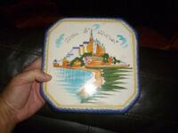 Ancien dessous de plat Faïence de Quimper au Mont St Michel