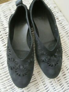 ARCHE BLACK LEATHER NUBUCK FLATS FROM FRANCE  SIZE 40