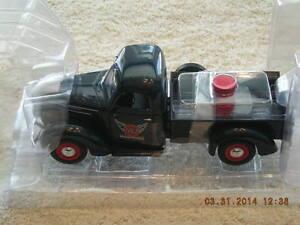 49-0312 1938 International Gulf Oil D-2 Pickup Truck NEW IN BOX
