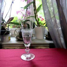 flûte à champagne en cristal de saint louis modele trianon  signée