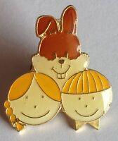 Happy Kids Easter Bunny Pin Badge Rare Collectable (E1)
