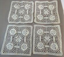 4 Jolis napperons anciens fait main brodé, carré