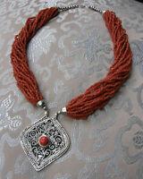 Sehr schöne traditionelle Korallenkette aus NEPAL mit Amulett