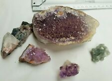 lot de 5 pierres brutes 4 améthystes divers tailles + 1 autre inconnue