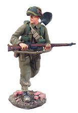 BRITAINS SOLDIERS WW2 25015 - Canadian Infantry Advancing No.1