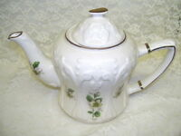 TEA POT VICTORIAN FLOWER BLOSSOM BY PRICE KENSINGTON  MADE IN ENGLAND
