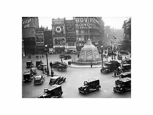 VE Day Celebrations in Piccadilly Circus London England 1945 Print 60x80cm