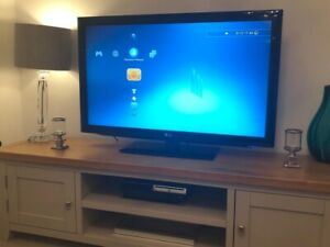 LG 42 INCH FULL HD LCD TV GLOSSY BLACK WITH STAND & REMOTE MODEL 42LD450