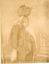 Bonfils. Palestine, femme de Bethlehem marchande de fruits  Vintage albumen prin