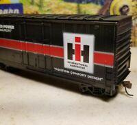HO Athearn International Harvester 40' hi cube boxcar train  Case IH