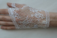 Ladies Lace Fingerless Gloves White Size: Small
