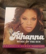 RIHANNA SIGNED MUSIC OF THE SUN PON DE REPLAY CD W/COA+PROOF RARE WOW