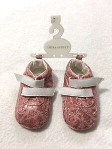 NEW Laura Ashley Infant 2 Baby Girl Pink Gold Metallic Crib Shoes Booties Heart