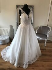 Bridal Gown/Wedding dress, V-neck, Sleeveless, Ivory ,Size 18, Brand New