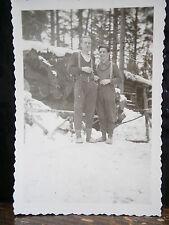 Photo argentique guerre 39 45 soldat Allemand wehrmacht WWII 2 devant cabane